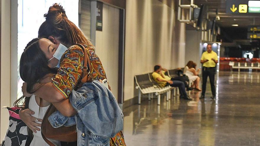 La pandemia devuelve a 1990 el tráfico de pasajeros en los aeropuertos canarios