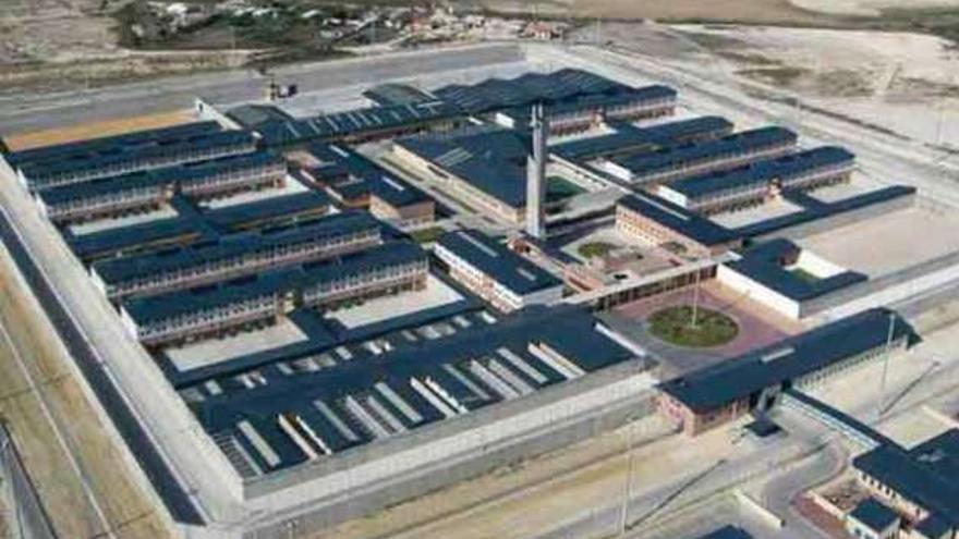 Un interno de una prisión de Cádiz se amputa el pene tras rechazar su mujer un vis a vis