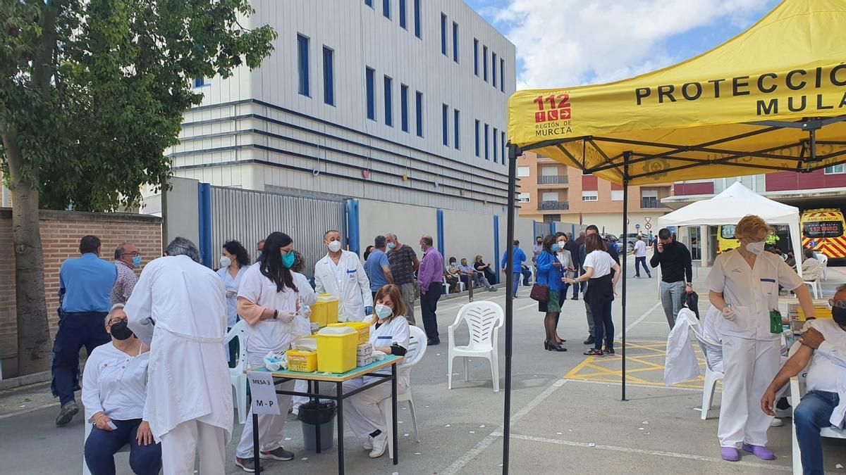 Un momento de la vacunación de hoy en Mula