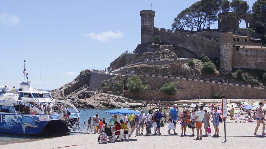 Tossa regularà l'aforament del centre històric i farà controls de temperatura als turistes