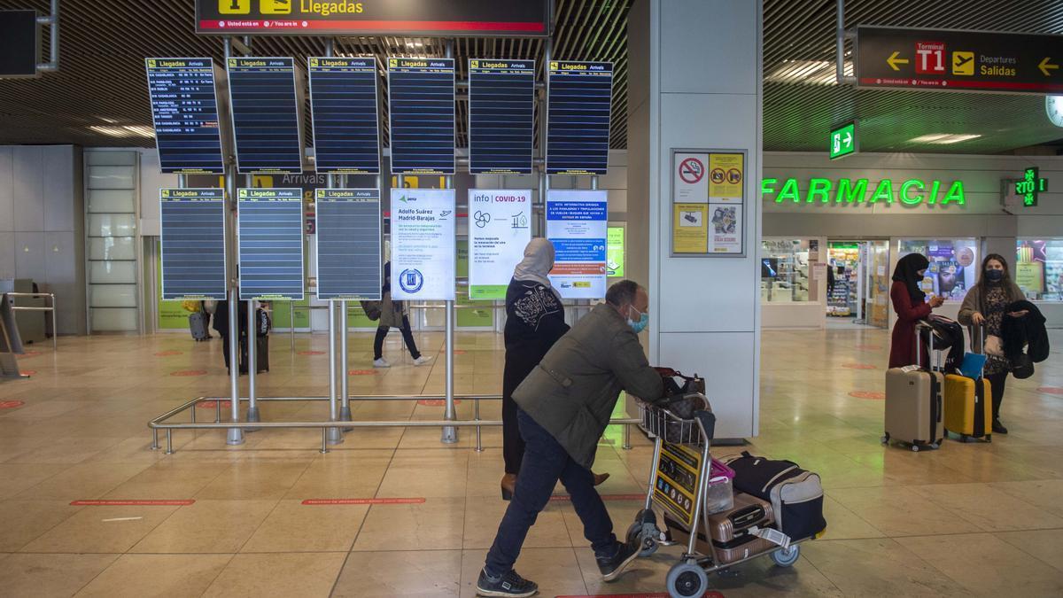 Pasajeros en la Terminal 1 del Aeropuerto de Barajas