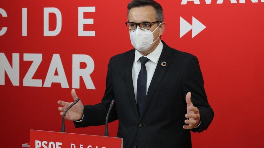 """Conesa sugiere que se habrían vacunado """"altos cargos que están en Madrid"""""""