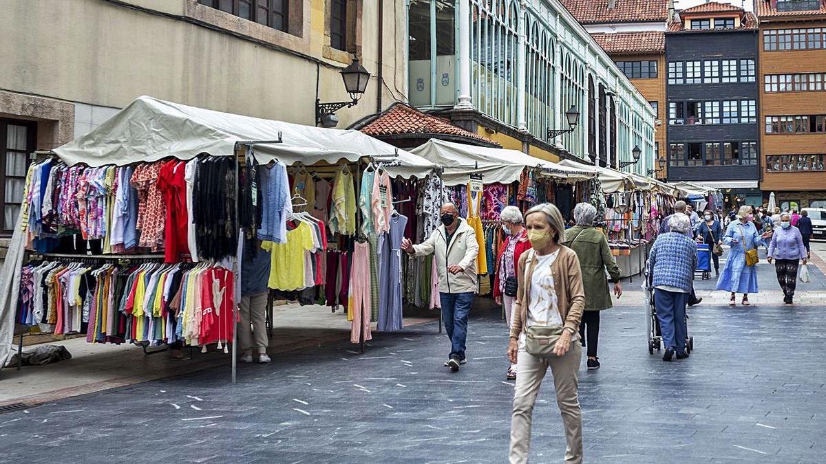 El estado de ánimo en el mercado de Fontan ayer por la mañana.  |  Nazaret Quintas