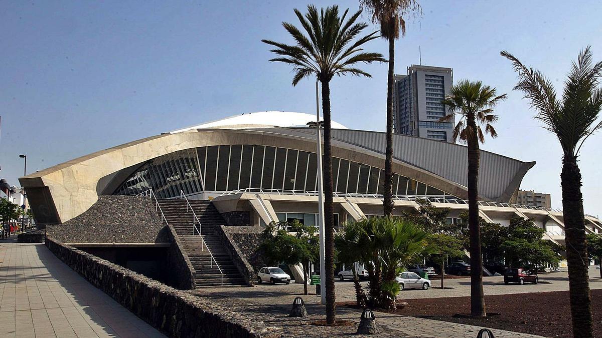 Fachada del Recinto Ferial de Santa Cruz de Tenerife.