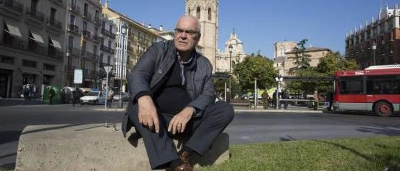 """Miguel del Rey Aynat: """"A la plaza de la Reina le faltan sombras y árboles y le sobran coches"""""""