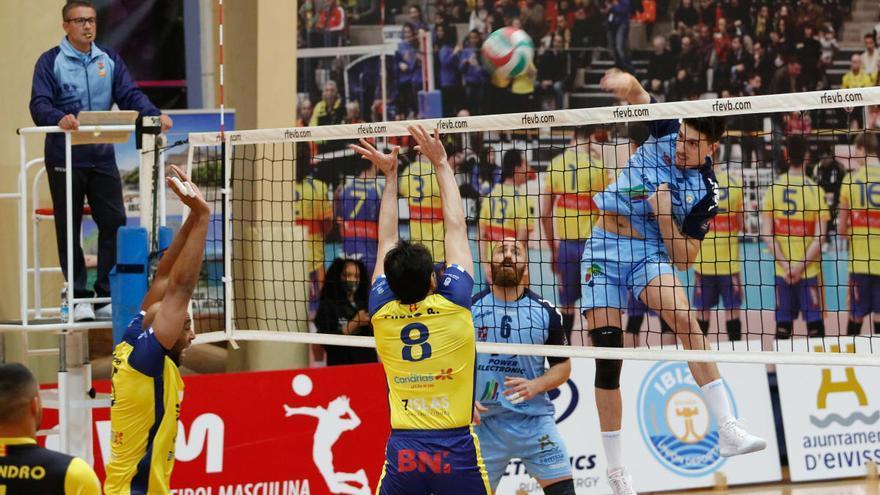 El Guaguas canario se impone a la UD Ibiza-Ushuaïa Volley por la vía rápida en es Viver