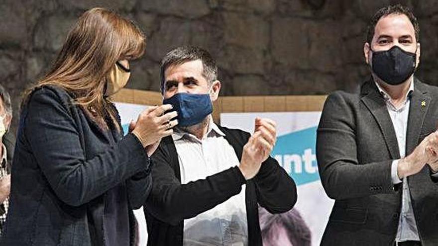 Borràs busca tot el vot independentista envoltant-se de Sànchez i Pesarrodona