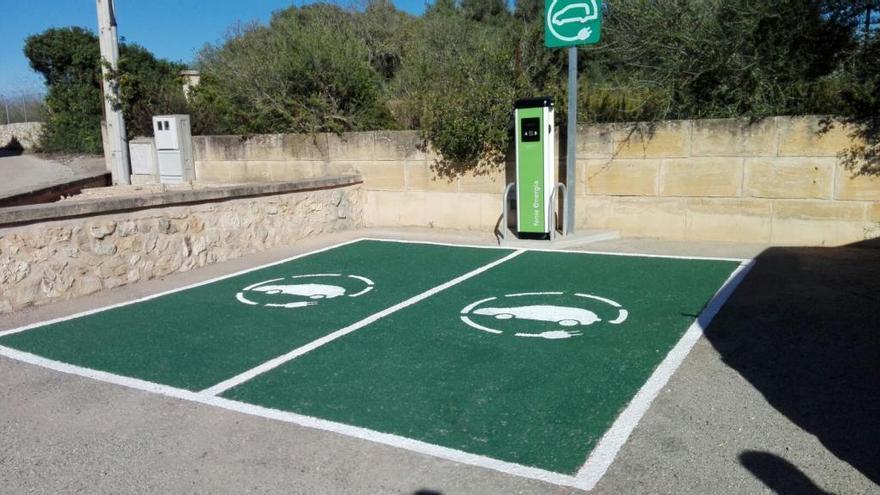 El Govern balear gestionará los puntos de recarga instalados por Feníe Energía en Balears