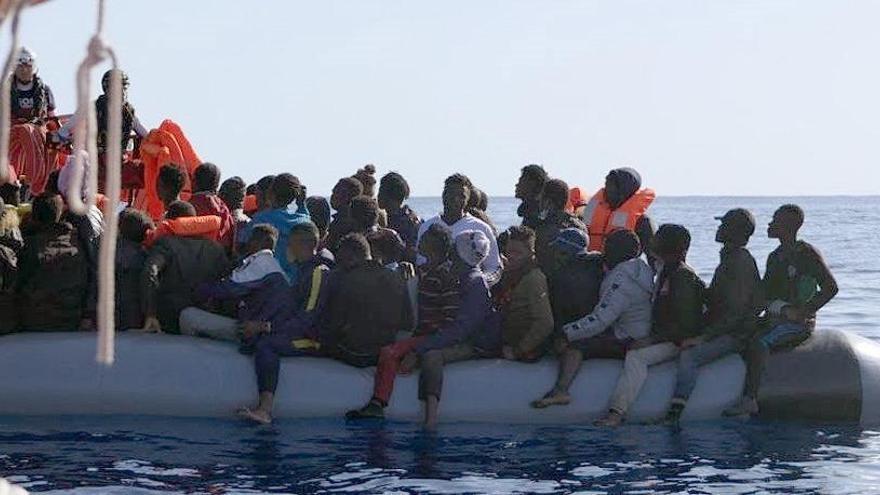 El 'Ocean Viking' desembarca a 213 migrantes en Sicilia