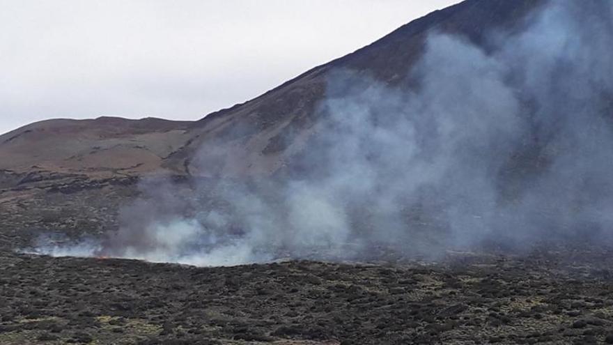 Estabilizado el fuego en el Teide que afecta a más de 20 hectáreas