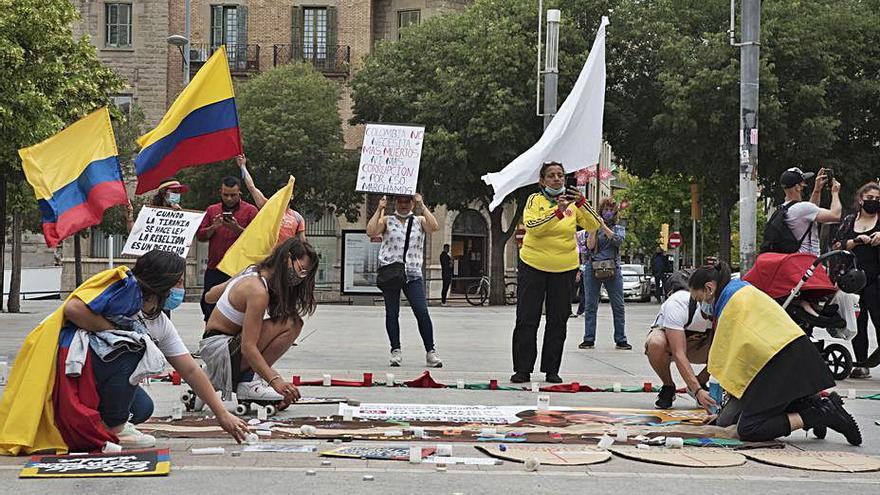 Els colombians clamen a favor de la pau al país per segona vegada a Manresa