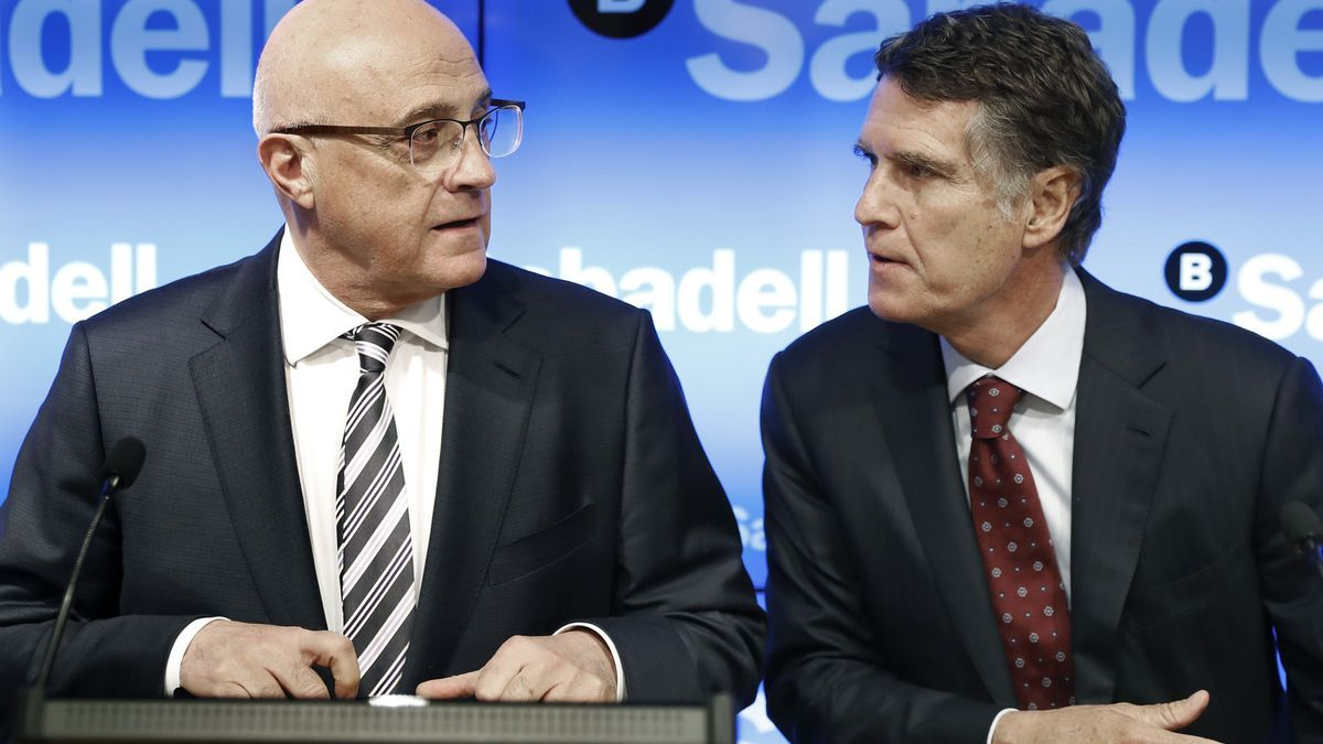 Josep Oliu y Jaume Guardiola, en una junta de accionistas del Sabadell.