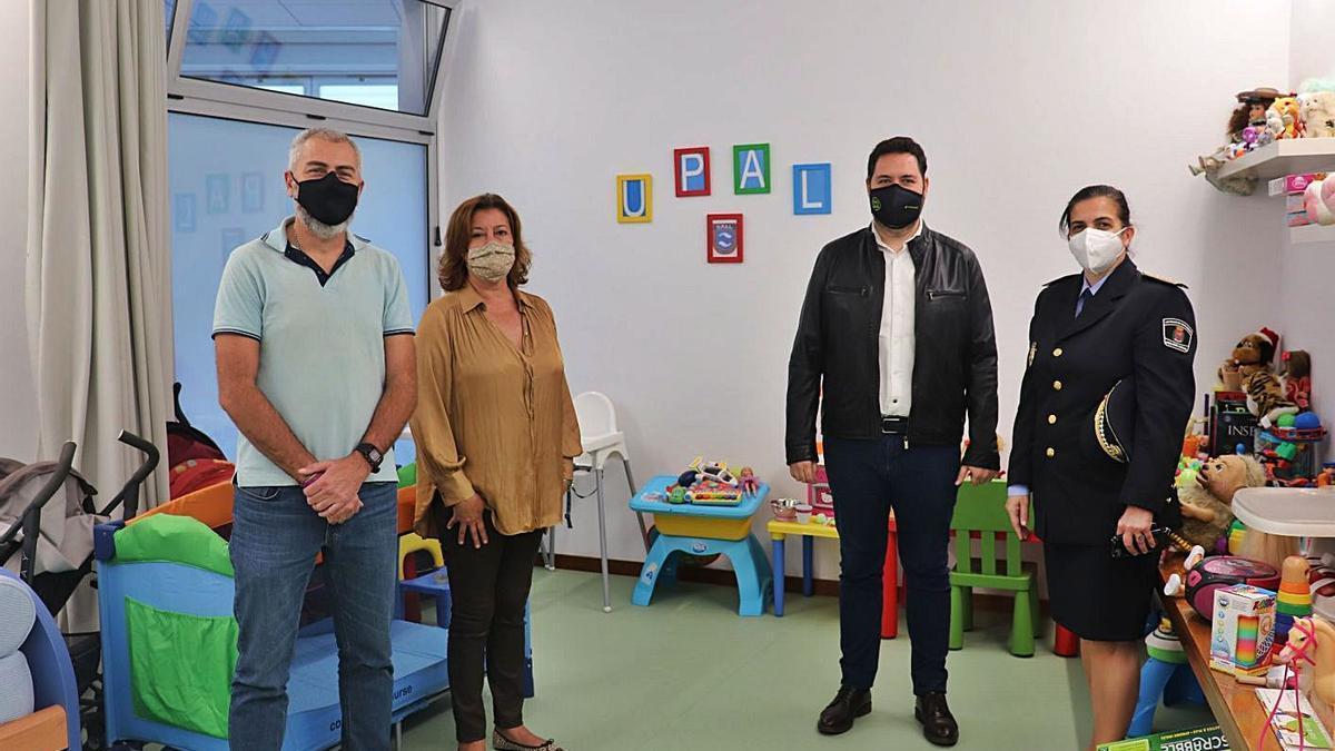 De izquierda a derecha, Eloy Naranjo, subinspector de la UPAL, Carmen Reyes, Josué Íñiguez y Carmen Delia Martín.     LP/DLP