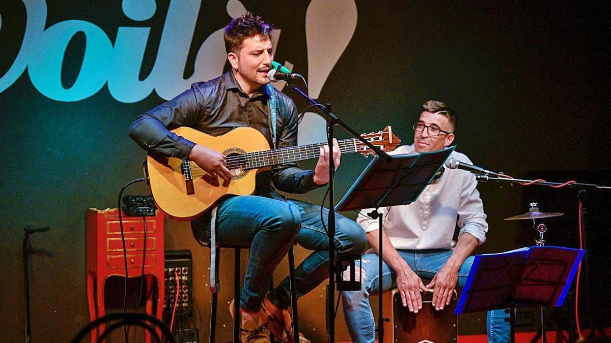 Un moment del concert de Sergio Flores i Sergio Soria, dissabte al Voilà! de Manresa