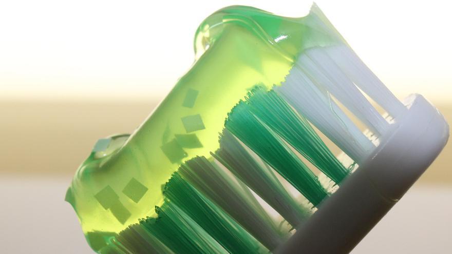 10 sorprendentes usos de la pasta de dientes en la limpieza del hogar