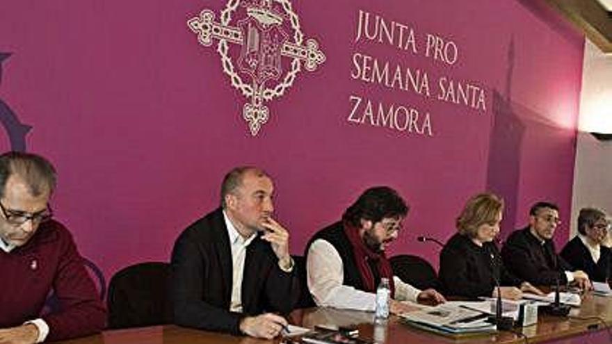 Isabel García anuncia su candidatura a la reelección en Nuestra Madre