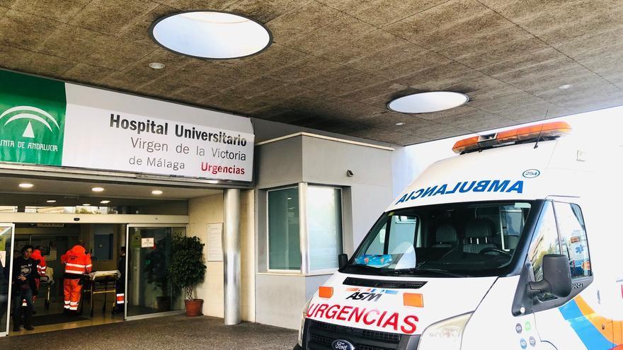 Detenido un hombre en el Hospital Clínico por agredir a un vigilante y una celadora