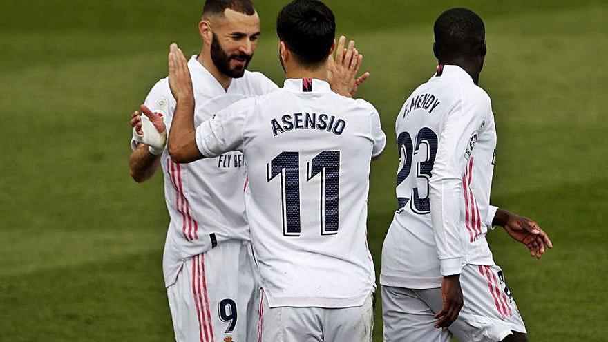 El Madrid venç l'Eibar i pressiona l'Atlètic