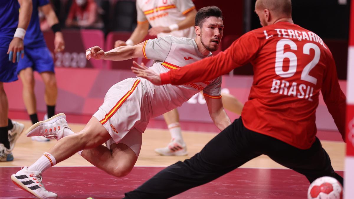 Una imagen del partido de balonmano masculino de los JJOO España-Brasil.