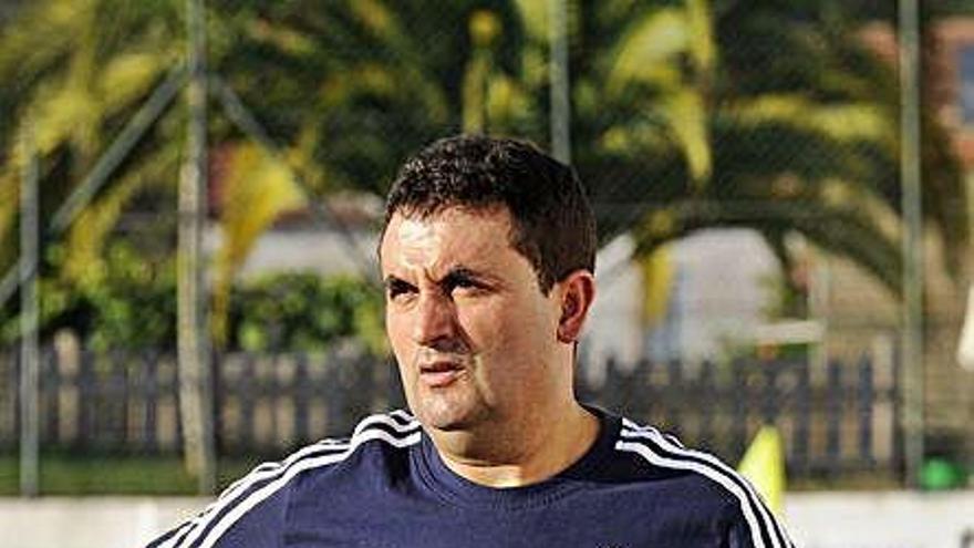 Luis González Pichel continuará una temporada más al frente del Agolada