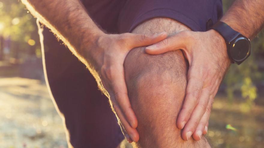 genunchii sunt una dintre articulațiile care suferă cel mai mult.