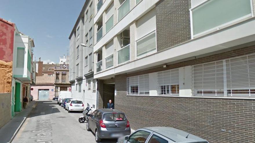 El SAMU asiste a una mujer tras caerse accidentalmente de un balcón en  Benetússer