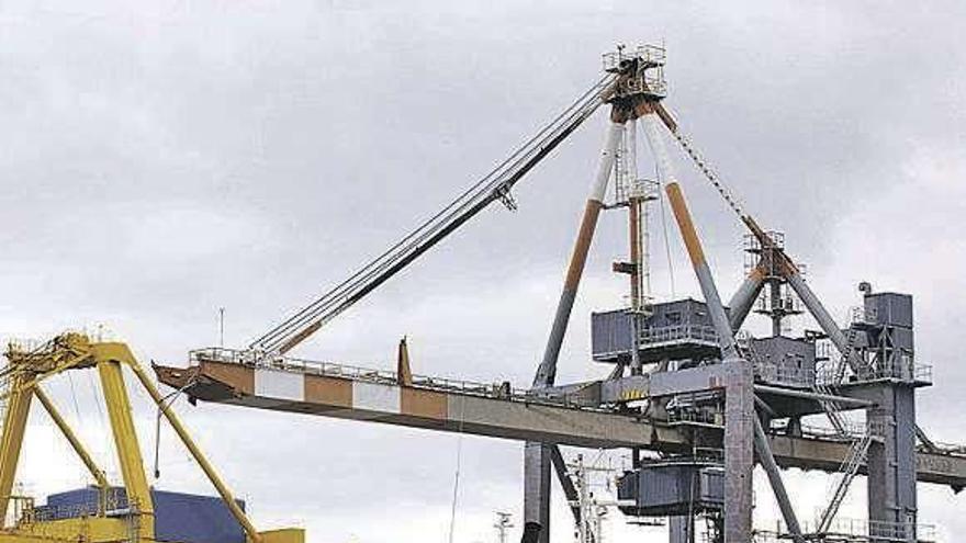 Las firmas portuarias instan a El Musel a aplazar el cobro de las tasas por la crisis