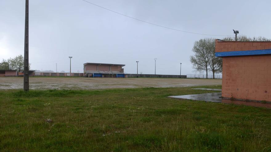 Costas pone fecha de caducidad al campo de fútbol del Beiramar de Castrelo