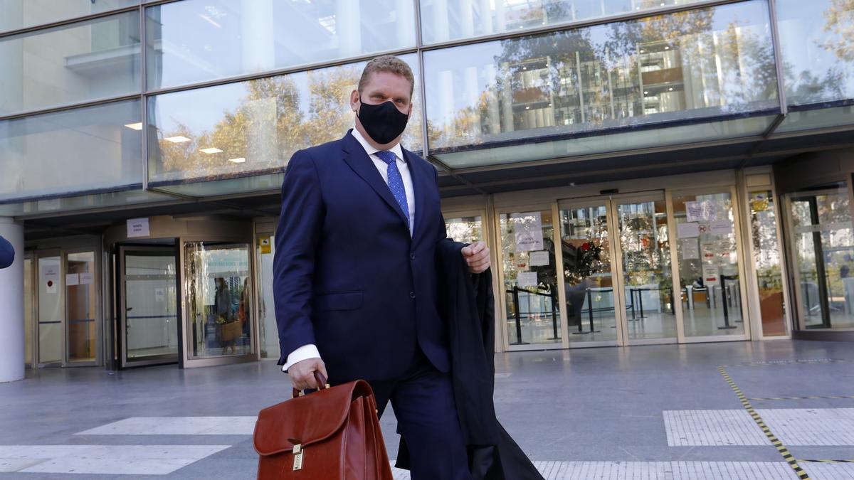 El abogado de la familia de Antonio Navarro, Miguel Ferrer a su salida del juicio