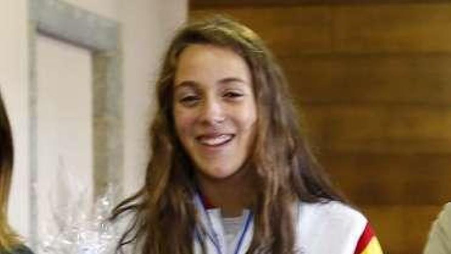 Antía García, la junior que nada en oro