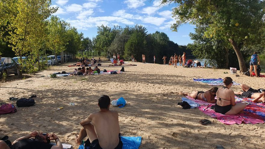 Las zonas de baño de la comarca de Benavente resisten en los últimos días del verano