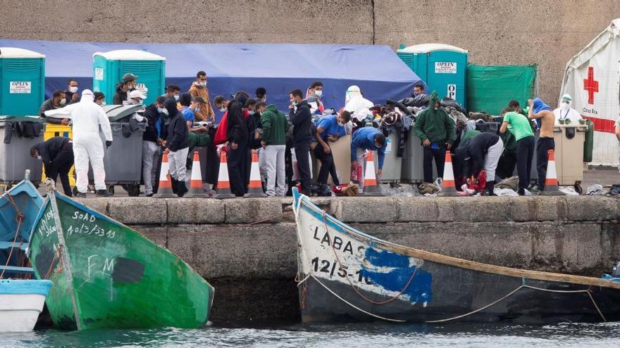 El Defensor del Pueblo pide a Interior cerrar el muelle de Arguineguín, en Gran Canaria