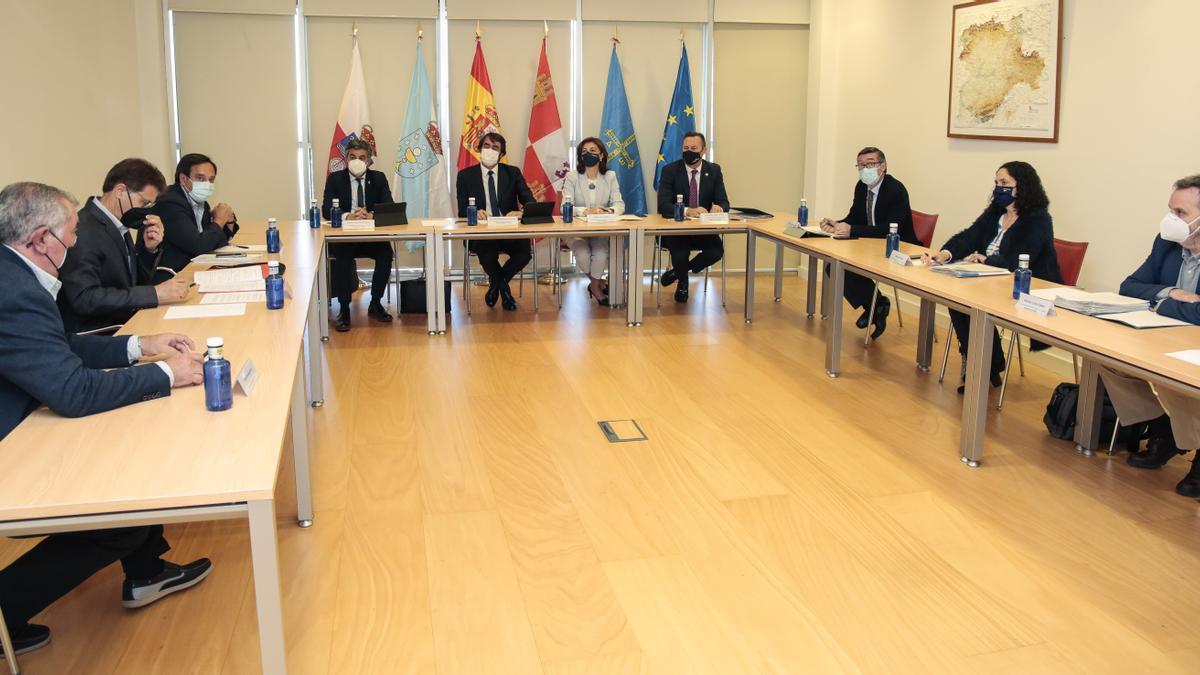 Reunión de los consejeros de Medio Ambiente con las organizaciones agrarias en León