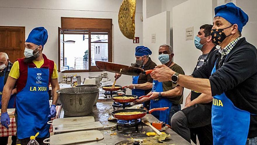 Agullana celebra la festa de la xuia adaptant-la a la pandèmia