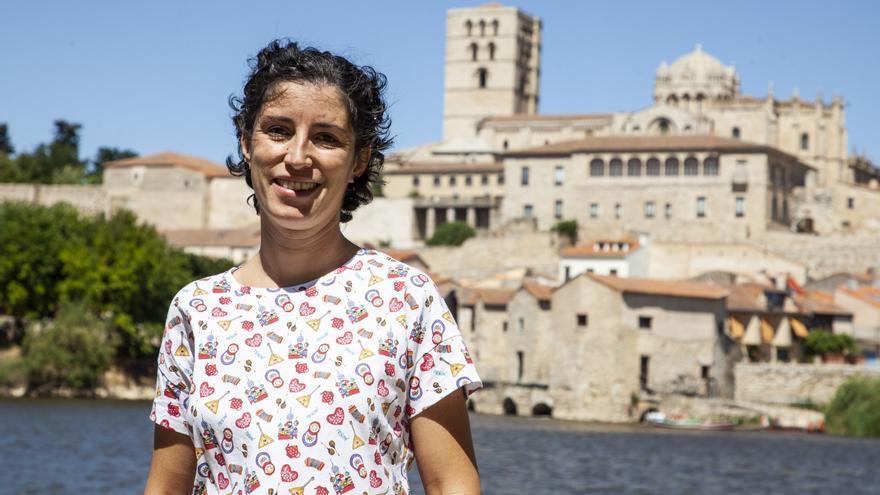 """Sara Castro, de la asociación 'El hueco de mi vientre': """"Hay que incorporar la muerte a la vida  para aprender a vivir mejor, sin angustia"""""""