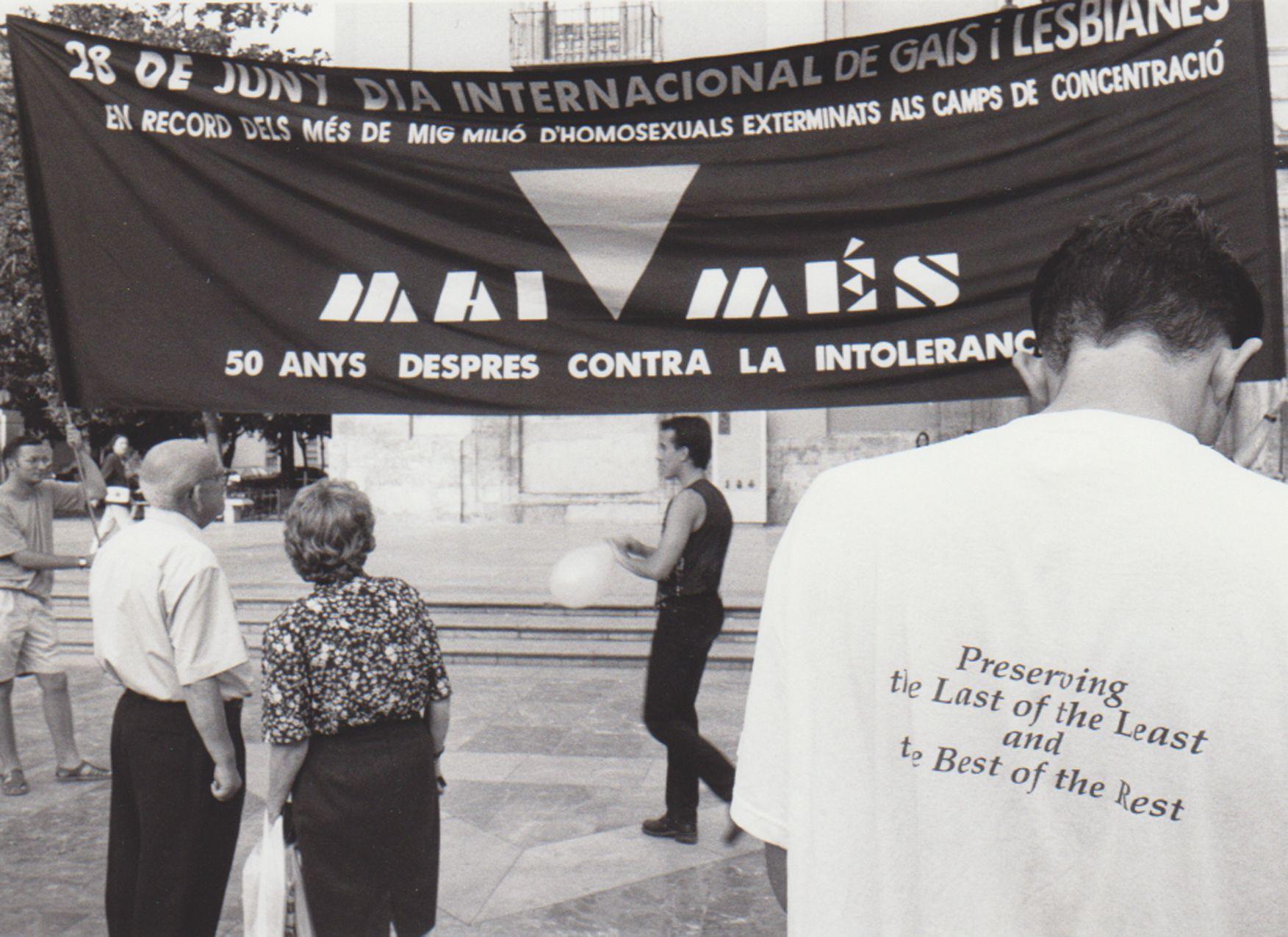 Manifestación por el día del Orgullo LGTBI en 1995 en la plaza de la Virgen