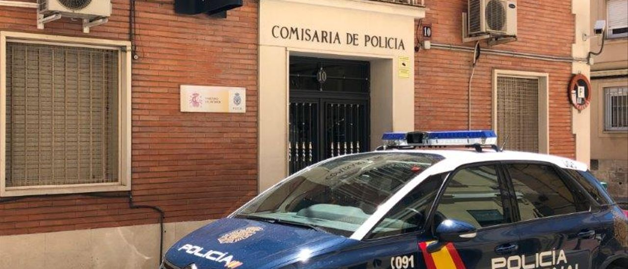 El detenido, con multitud de antecedentes por hechos similares, fue puesto a disposición del Juzgado de Instrucción de Guardia de la localidad de Alcoy.