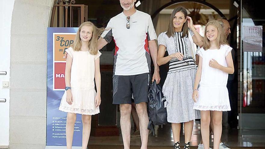 Papa beim Segeln: royaler Familienbesuch im Real Club Naútico