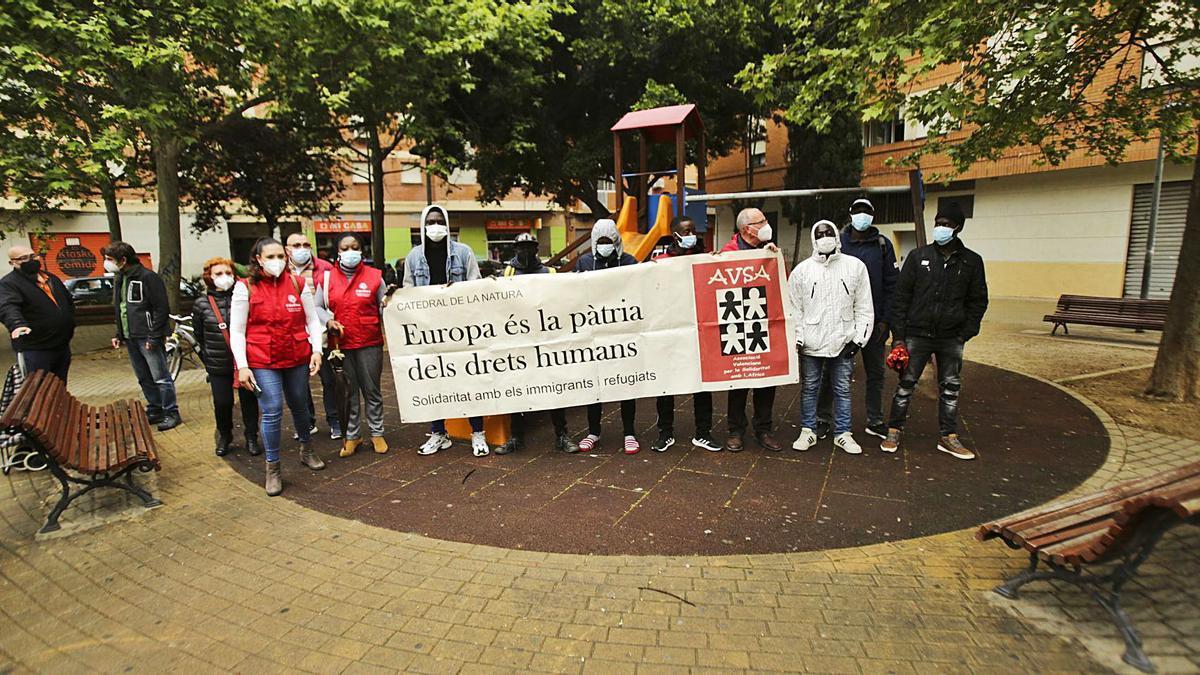 Segunda protesta contra el racismo en el barrio de Benicalap tras la agresión a los trabajadores de una frutería. | EDUARDO RIPOLL