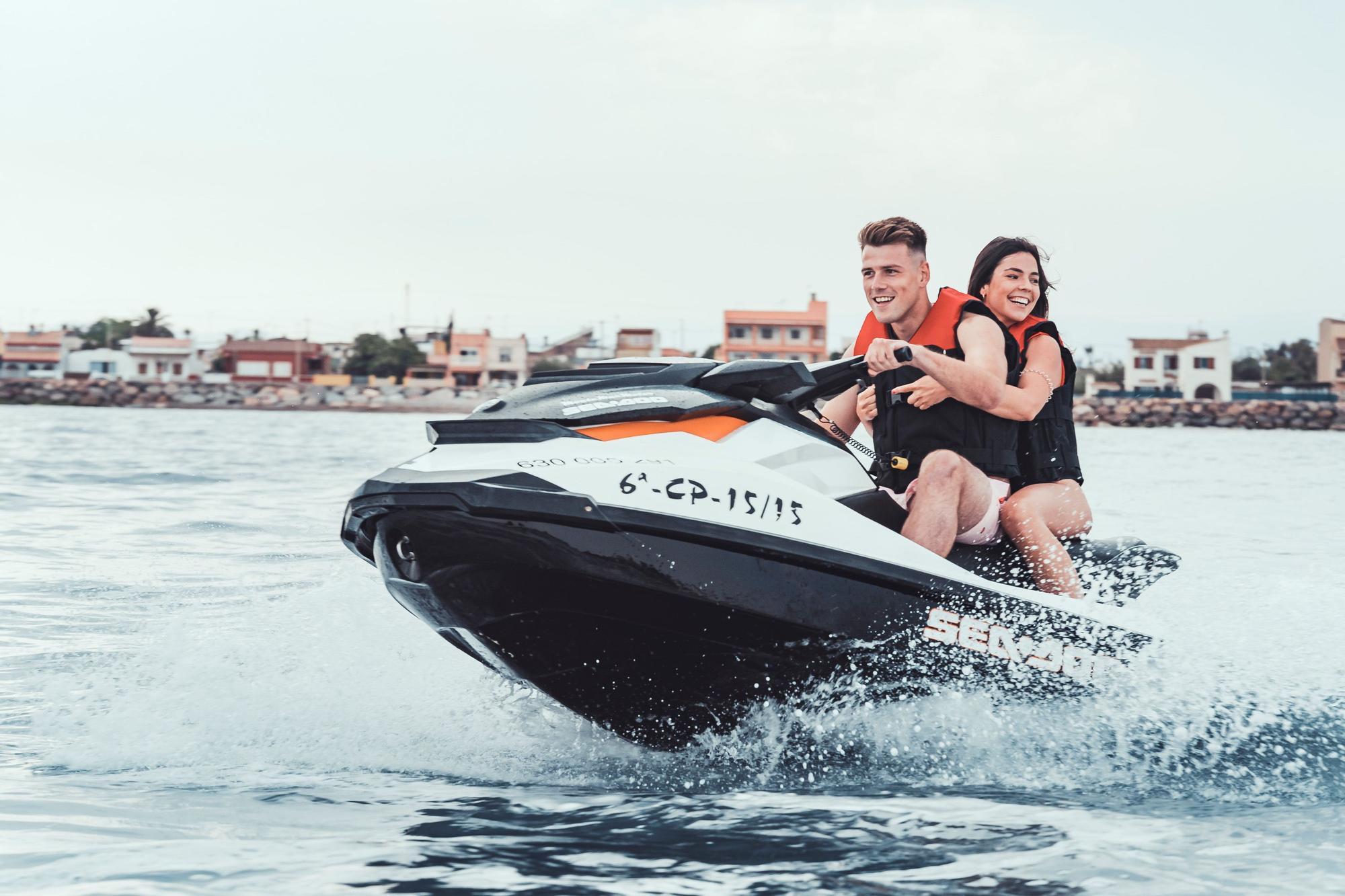 Amplían la oferta de ocio estival y ofrecen servicio de motos de agua en Burriana