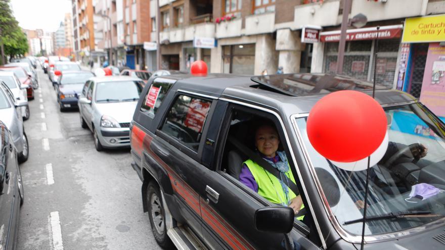 La plataforma StopMuro protesta en las calles de Gijón con una caravana-manifestación
