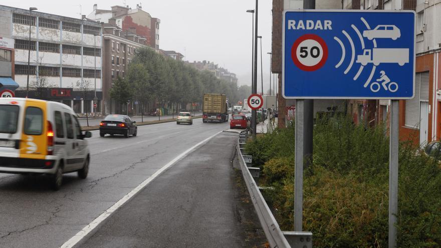 Los nuevos radares en las avenidas de El Llano y el Botánico dividen a los conductores