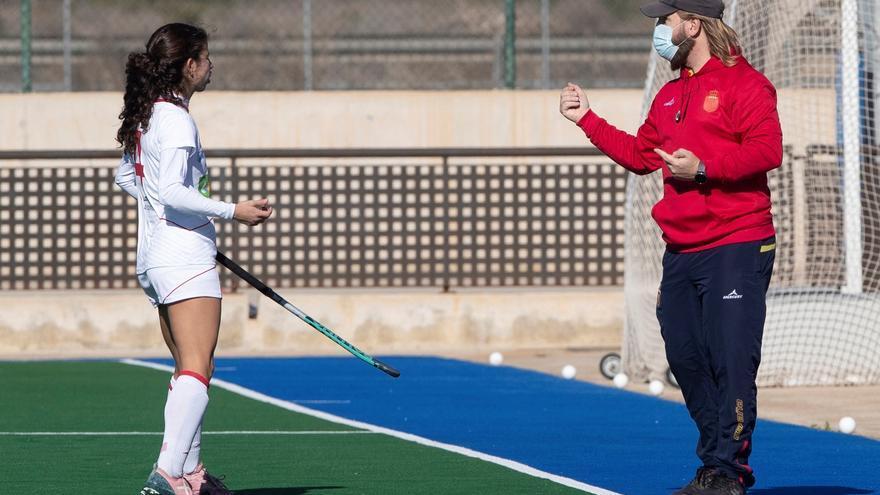 La selección femenina de hockey, con su técnico aislado por covid, pierde contra Australia