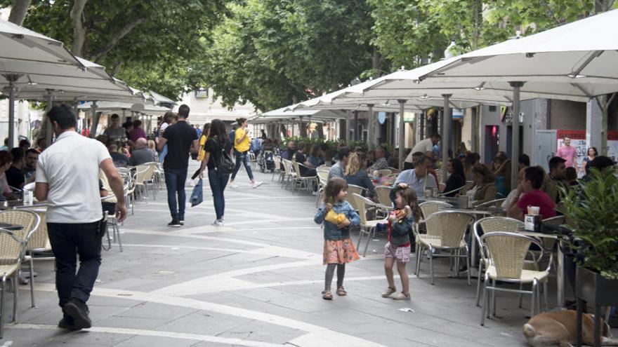 El mal temps frena la petició de llicències per posar terrasses de bar a Manresa