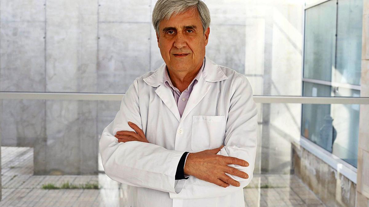 The scientist Juan José Badiola has participated in the Science Classroom of the University of Alicante.  |
