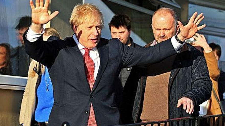 Johnson estrena su mandato en los feudos conquistados a los laboristas