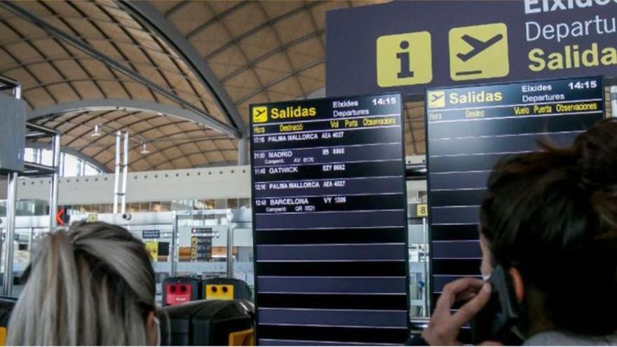 El Gobierno sanciona a cuatro pasajeros por llegar al aeropuerto de Alicante-Elche con coronavirus