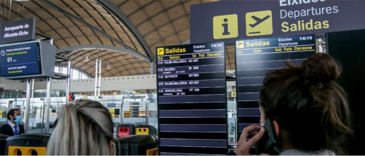 Una imagen de archivo del Aeropuerto Alicante-Elche durante la pandemia.