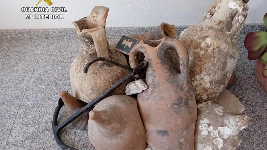 Recuperan 13 ánforas romanas que decoraban una pescadería