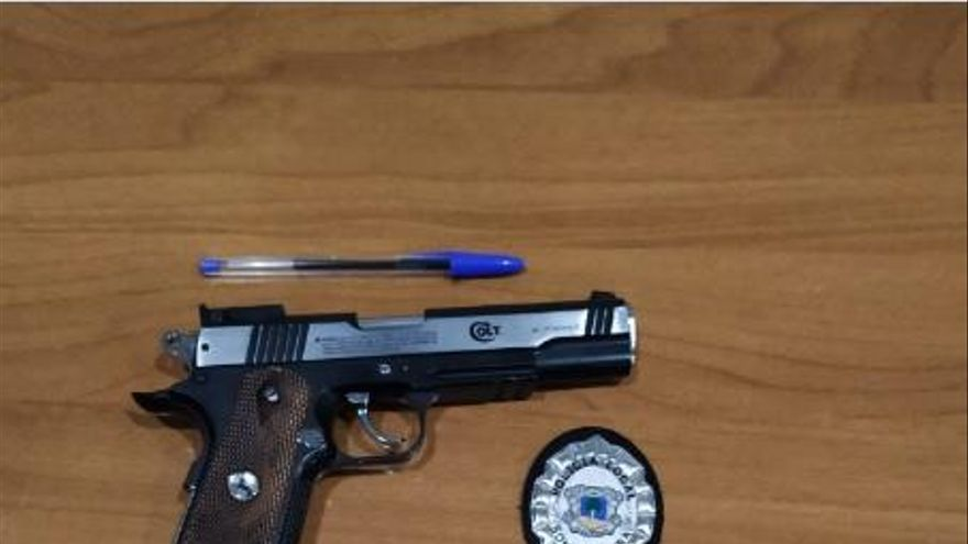 Dos detenidos en Cala Millor por amenazar a policías con una pistola simulada